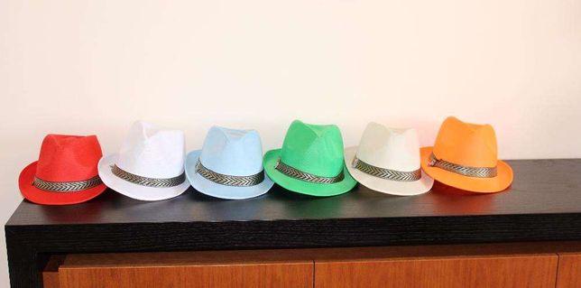 Chapéus de várias cores