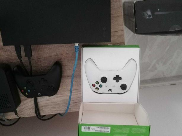 Xbox one x 1tb praticamente nova