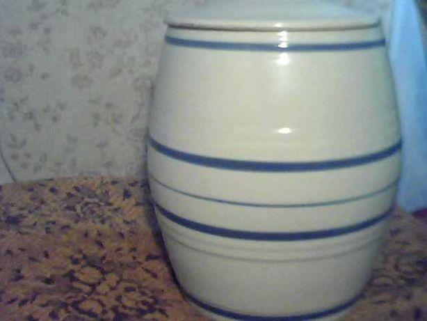Продаю бочонок керамический глазурованный с крышкой на 9 литров