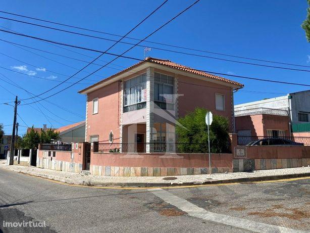 Moradia Isolada T4 em São Domingos de Rana com garagem e ...