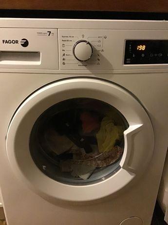 Máquina de lavar roupa Fagor com visor eletrónico