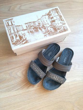 Klapki Venezia 39 sandały płaska podeszwa skórzane granatowy cekiny