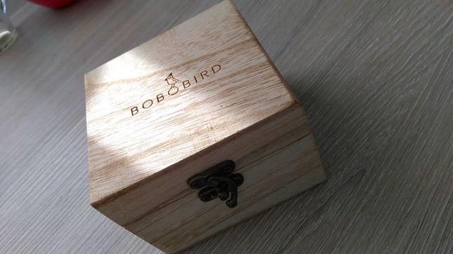 Pudełko, skrzynka drewniana, ozdobna na zegarek z poduszką