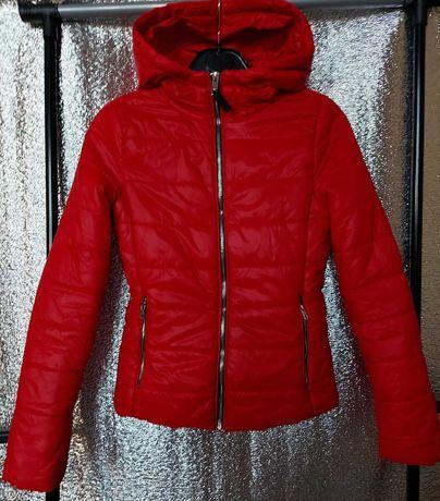 Красная демисезонная куртка Bershka