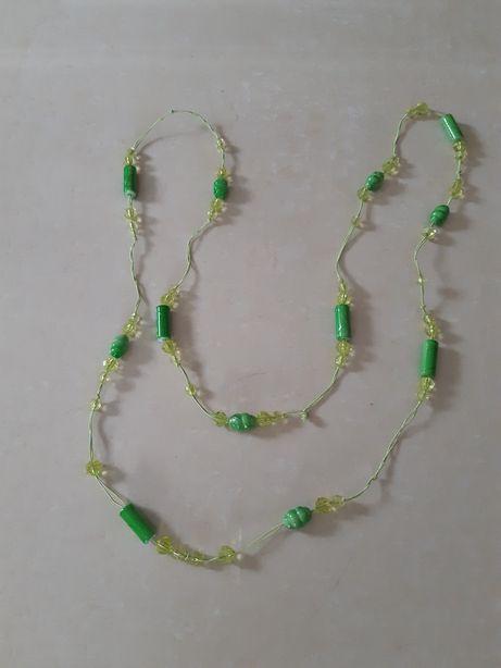 Korale w kolorze zielonym