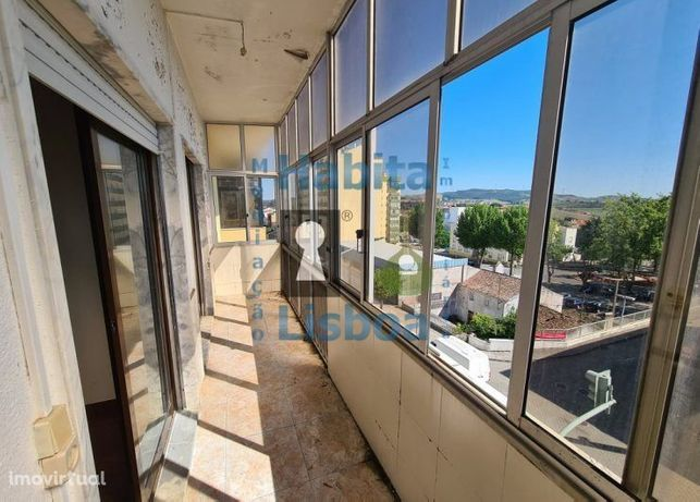 T3 para obras, no centro de Sobral de Monte Agraço em frente ao Ter...