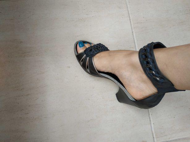 Sandálias, todas em pele