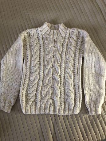 В'язаний светр з косами