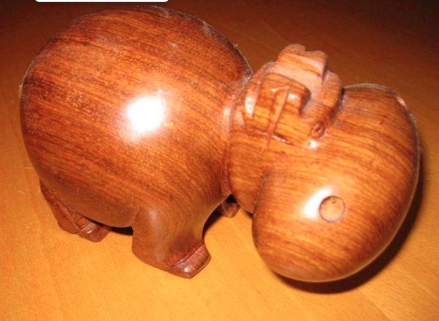 Hipopótamo em madeira
