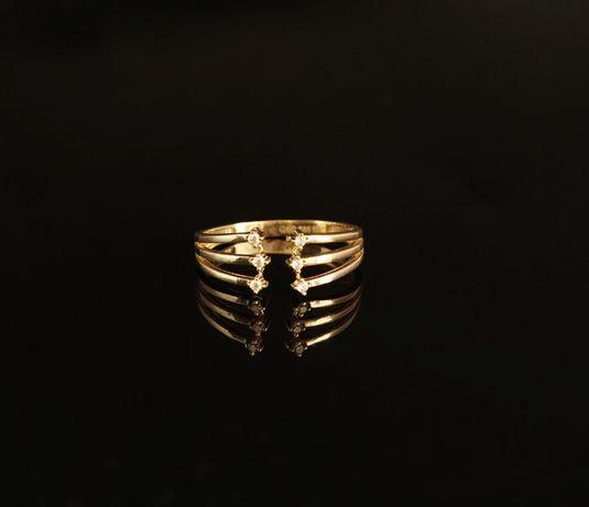 Złoto 585 - złoty pierścionek z cyrkoniami. Rozmiar 17