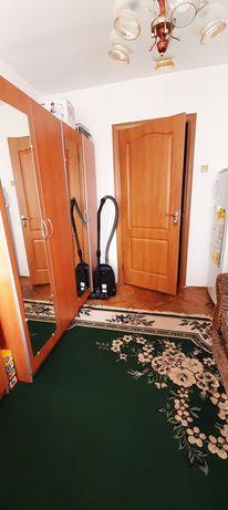 Здається дві кімнати в трьохкімнатній квартирі.м.Львів вул.Кульпарківс