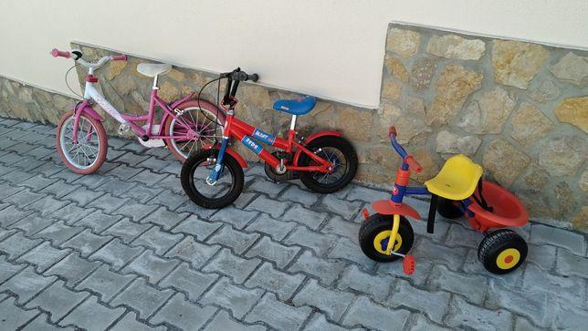 2 bicicletas de criança e triciclo