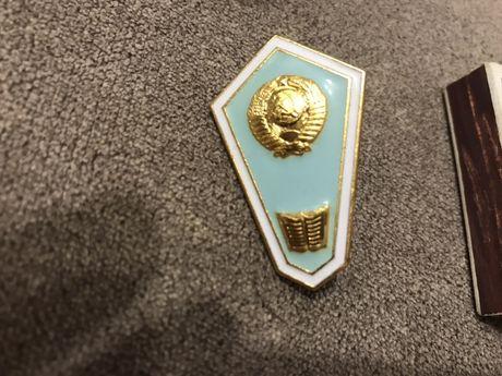 Значок о высшем образовании производства Ленинградского монетного двор