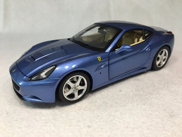 1/18 Ferrari California - HW Elite