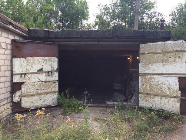 Большой гараж в Заре