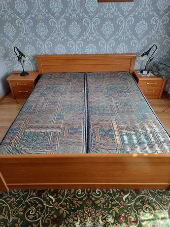 Łóżko wraz z szafkami nocnymi