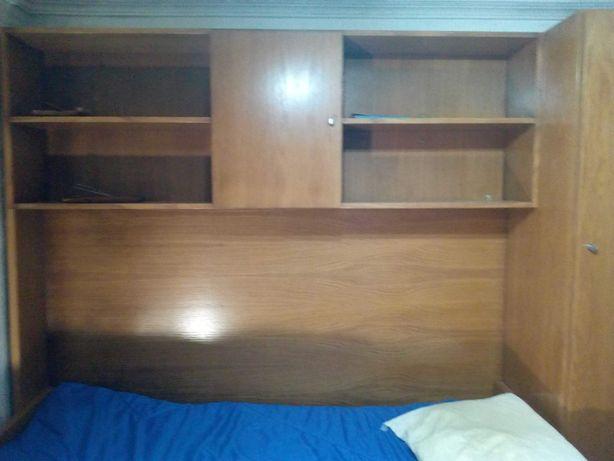 Mobília Madeira maciça com 2 camas, 2 armários e 1 secretária