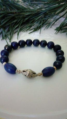 Lapis lazuli - bransoletka na gumce że srebrną, ażurowa oliwka
