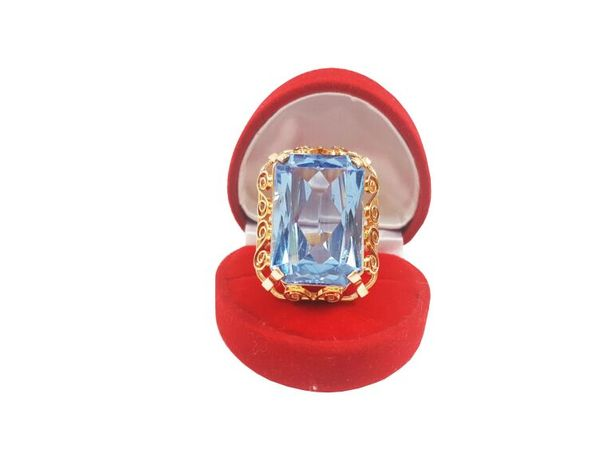 Pierścionek z dużym kamieniem P. 585 18,95 GR