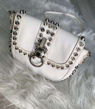 Biała torebka Motivi z ćwiekami