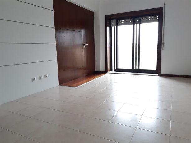 Apartamento T1 + 1 Monte dos Burgos