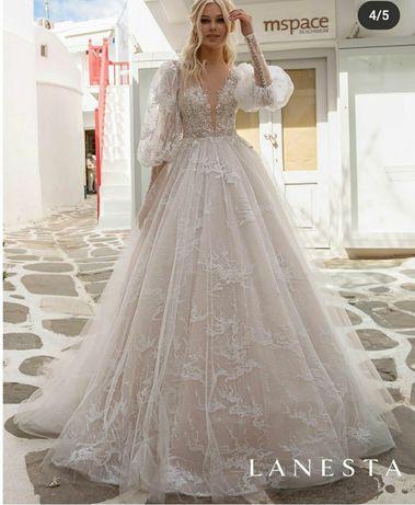 Весільна сукня...