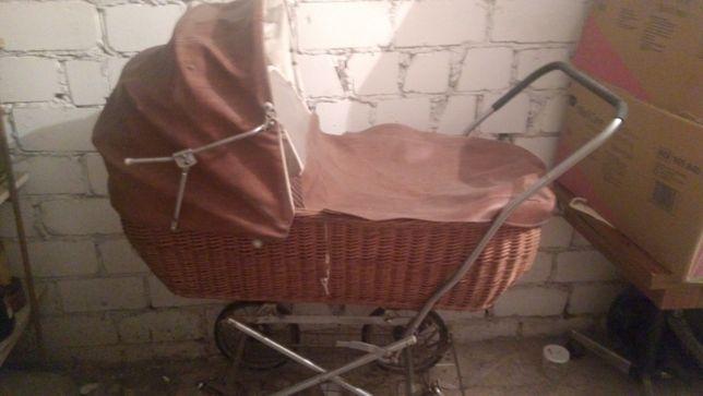 Wózek wiklinowy lata 80 do renowacji