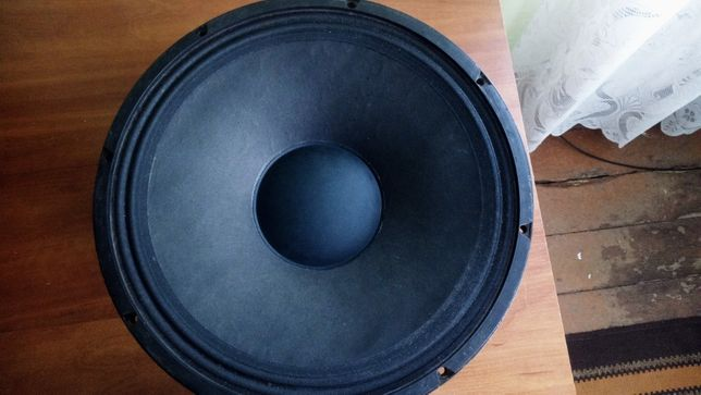 CРОЧНО!!! ПРОДАМ Фирменные динамики 18 EIGHTEEN SOUND 15 МВ650 4ом.