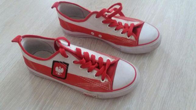 Buty sportowe biało - czerwone. Rozm. 39.