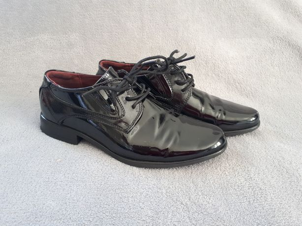 Buty chłopięce do komunii lakierki rozm. 35