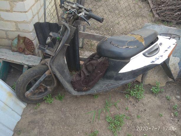 Продам скутер по запчастям сузуки