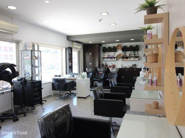 Salão de Cabeleireiro e Barbearia em ótima localização, C...