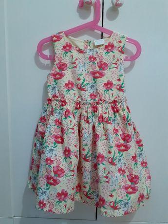 Sukienka w kwiaty F&F, rozmiar 4-5 lat, 104-110 cm