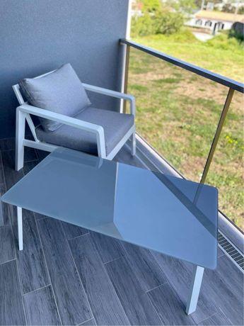 Cadeirao e mesa