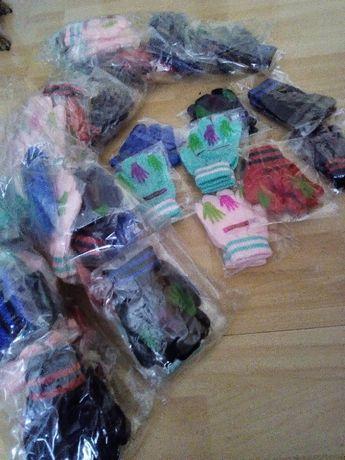 Rękawiczki dziecięce 50 par.rozne wzory
