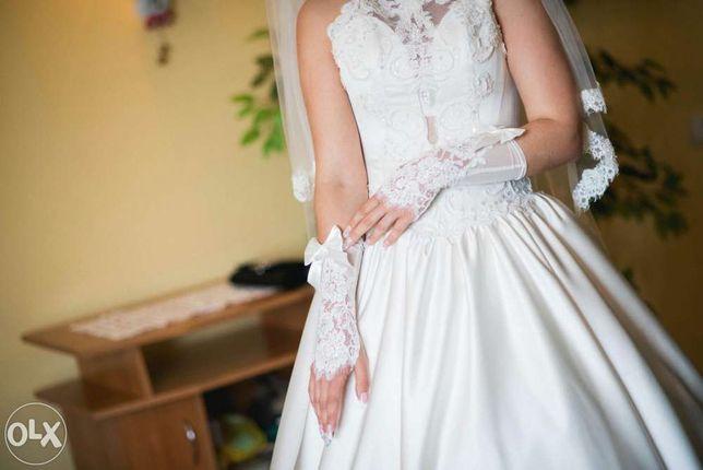 Весільна сукня  після хімчистки знаходиться в ідеальному стані.