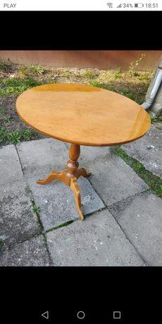 Stylowy stolik drewniany