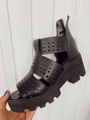 Боссоножки (сандали черные)