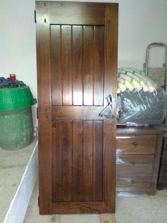 Porta interior em madeira