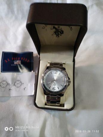 Достойный подарок для достойных мужчин.Новые часы на подарок.