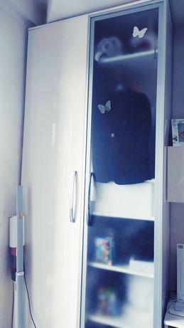 Стенка белая глянец.Шкаф,тумба под ТВ,полка+два шкафчика с подсветкой