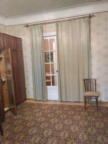 Продам полнометражную квартиру возле площади.