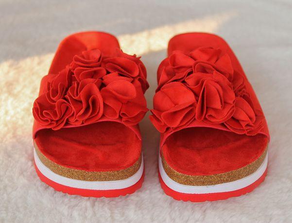 Czerwone klapki damskie na platformie z kwiatami, Seastar