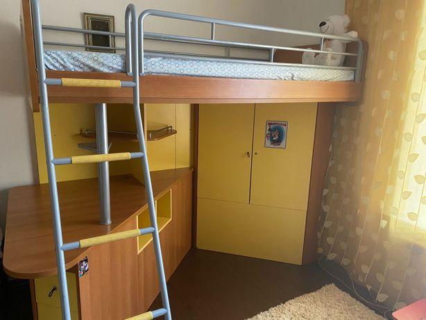 Детский уголок с кроватью,рабочим столом,шкафом для вещей и игрушек
