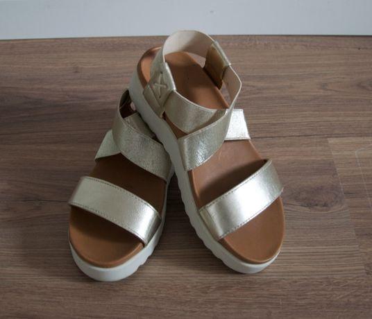Sandálias Douradas tamanho 36