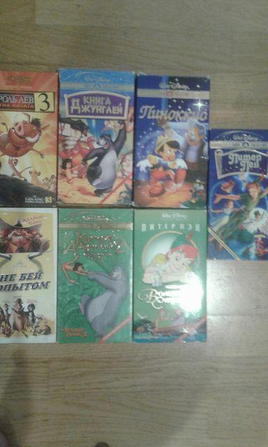 Продам кассеты и диски с мультфильмами