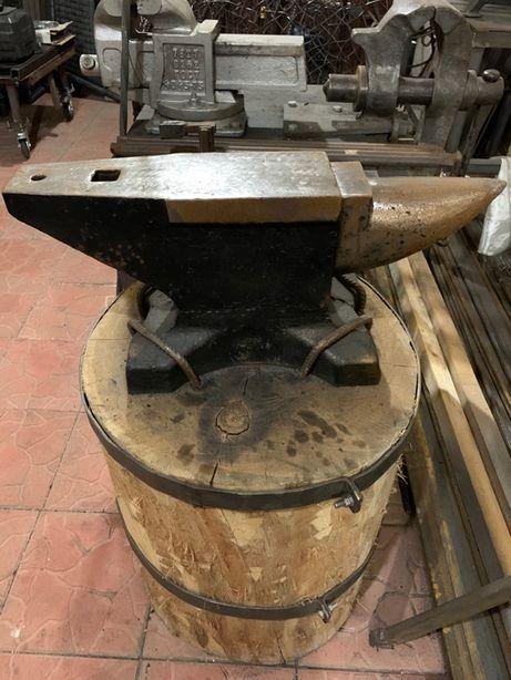 Продам НАКОВАЛЬНЮ 120 кг