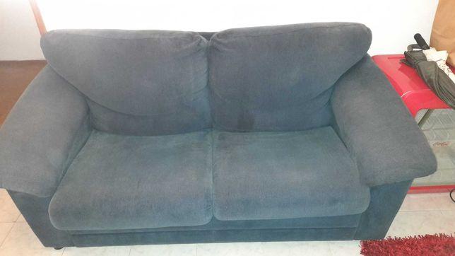 Sofá cama usado com repousa pés incluído