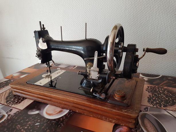 Zabytkowa maszyna do szycia firmy SINGER
