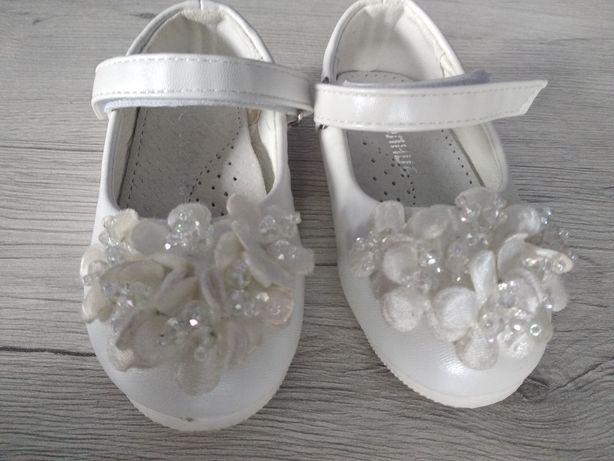Продам туфельки для дівчинки